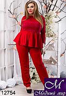 Женский брючный костюм красного цвета с баской батал (48, 50, 52) арт. 12754