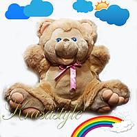 Большой счастливый плюшевый медведь