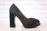 Серые замшевые туфли на высоком каблуке