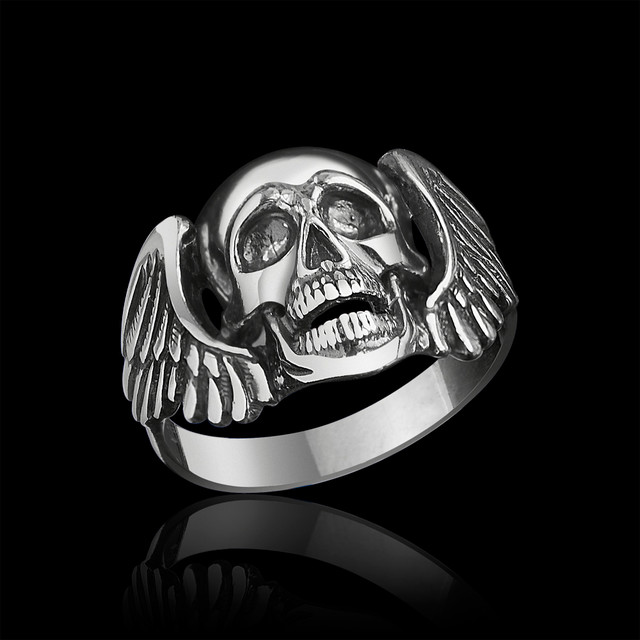 Байкерское кольцо с черепом Падший Ангел картинка