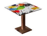 Квадратный стол с одной деревянной ногой