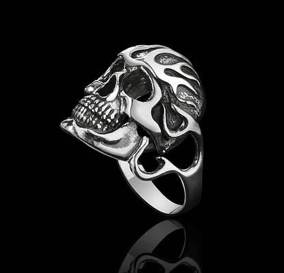 Байкерское кольцо с черепом Адский Гонщик