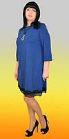 Модное платье свобыдного кроя, с кружевом по низу, цвета электрик