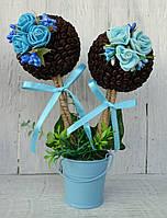 Кофейный топиарий с голубыми розами