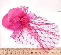 Женская шляпка заколка с вуалью малиновая