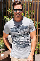 Мужская футболка De Facto светло-серого цвета с машинами на груди