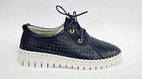 Кожаные синие мокасины на шнурках.