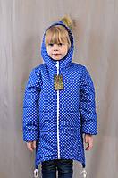 Оригинальная весенняя детская куртка в горошек с капюшоном с меховым помпоном