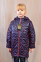 Модная весенняя детская куртка в сердечки с капюшоном с меховым помпоном