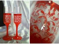 Свадебные бокалы  ручной работы для свадьбы в красном цвете
