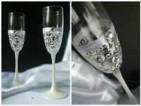 Свадебные бокалы  ручной работы белые