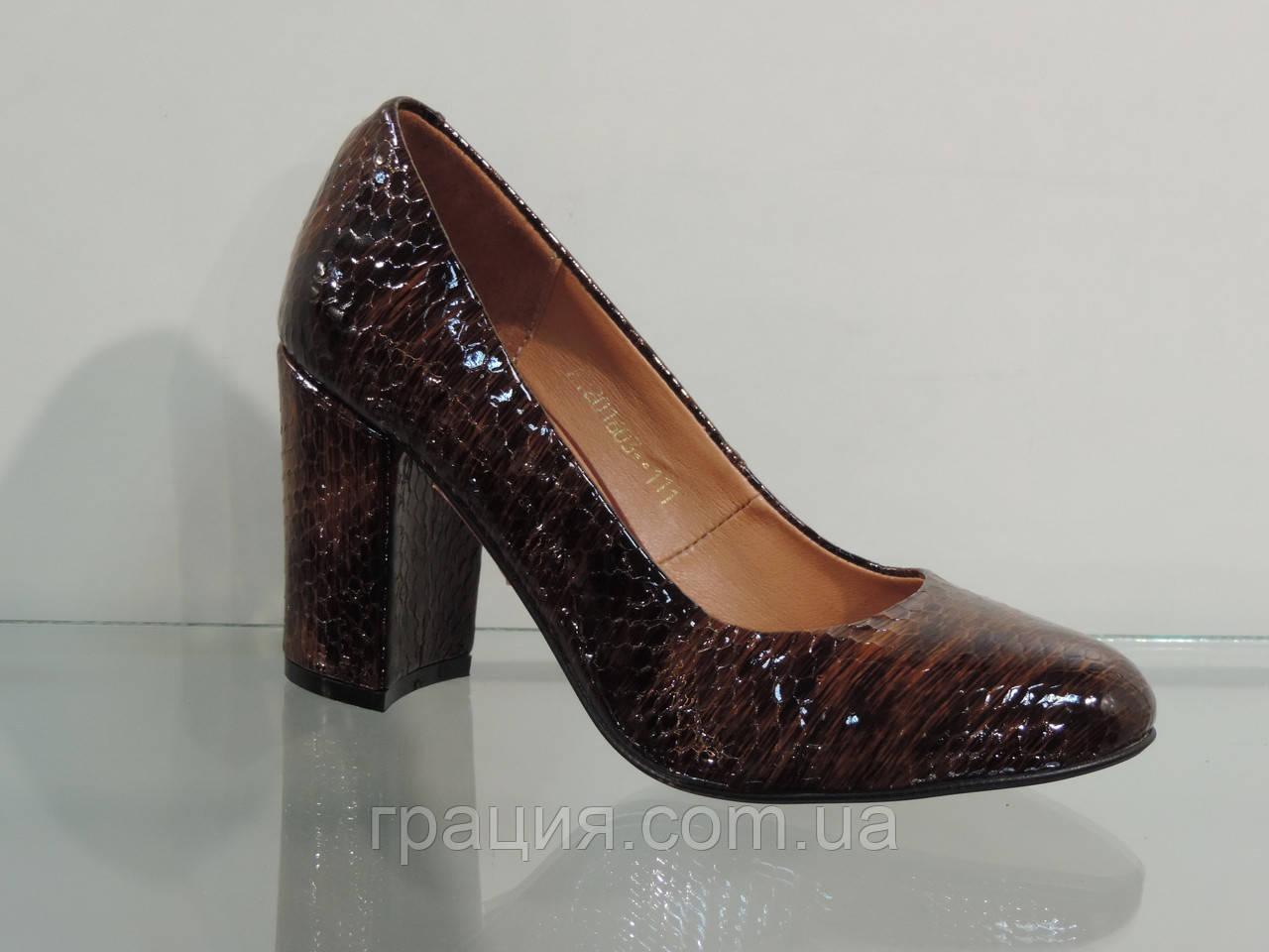 Туфлі жіночі лакові натуральні на підборах коричневі