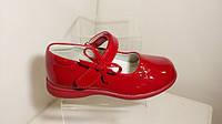 Красные детские лаковые туфли