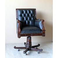 Вращающееся кресло из красного дерева