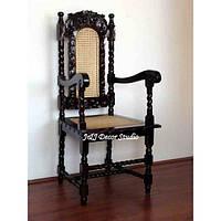 Стильный стул с элементами ручной резьбы