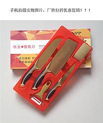 Набор кухонных ножей с позолотой.