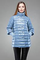 Весенняя куртка-трапеция голубого цвета с воротником-стойка на пуговицах в два ряда