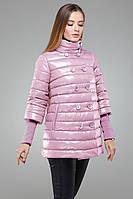 Молодежная утепленная куртка-трапеция нежно розового цвета с воротником стойка
