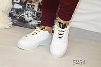 Красивые женские кроссовки,материал эко кожа,цвет белый