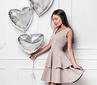 Платье бежевого цвета с юбкой оборкой в два слоя
