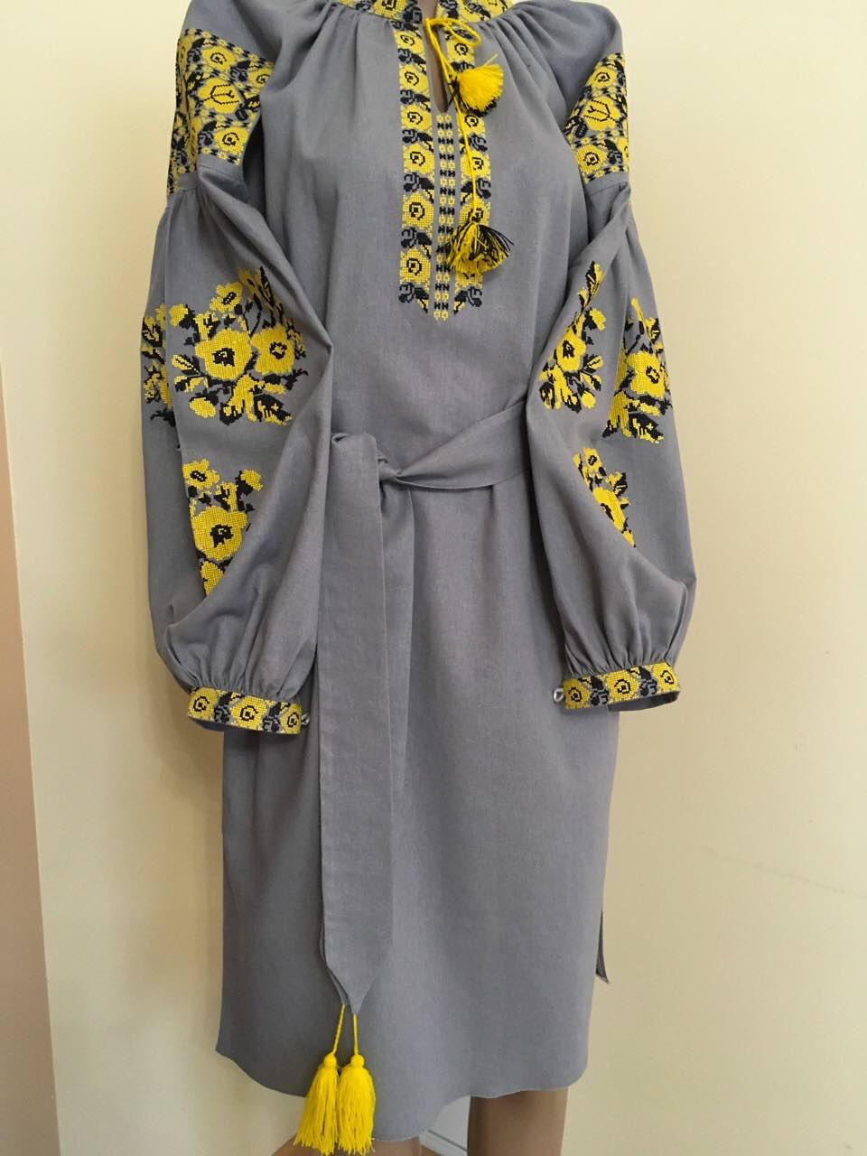 Жіноча сукня вишита трояндами в стилі Бохо