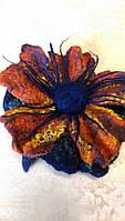 Цветок из валяной шерсти  на английской булавке