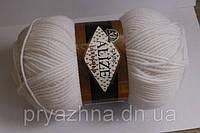Нитки для вязания Лана голд класик белый цвет полушерсть