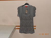 Жатая  блузка в светло-серых тонах с вырезом и драпированным коротким рукавом Calio, фото 1