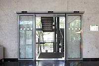 Почему нужно установить автоматические двери