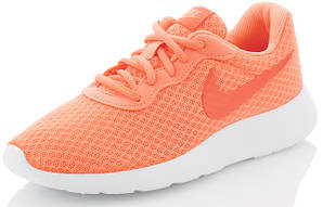 Женские кроссовки, кеды и другие модели спортивной обуви.