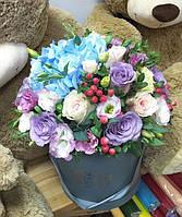 Коробка с цветами. Флористическая композиция коробке.