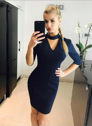 Платье с вырезом модное