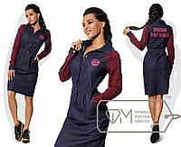 Платье-рубашка миди приталенное из стрейч-джинса с длинными рукавами из двунитки, аппликацией и надписью на спине