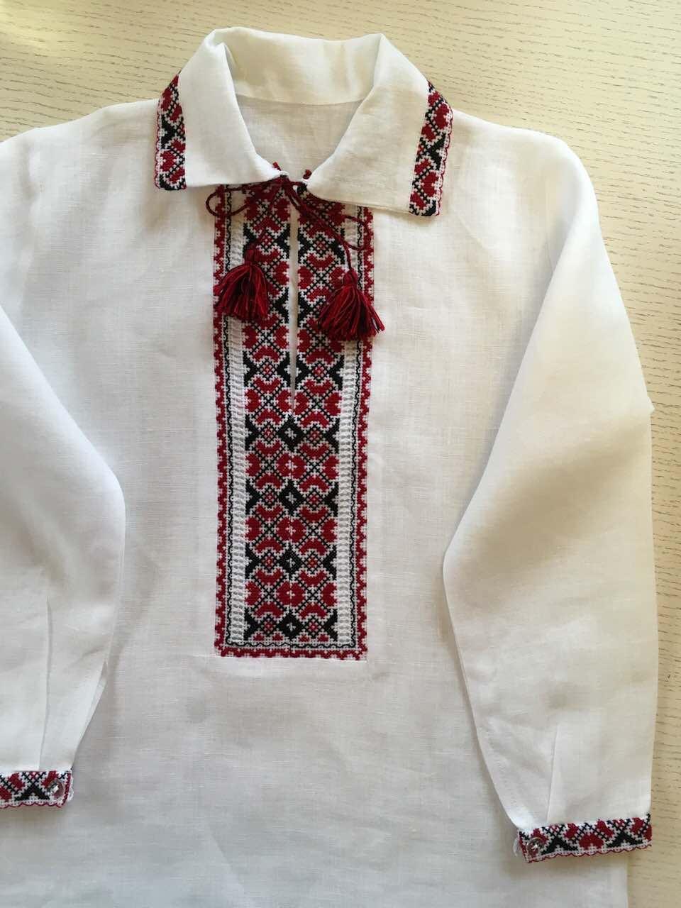 Сорочка вишита на комірець для хлопчика 5-6 років з кутасами 1901b1914ea7b