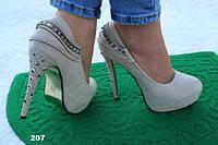 Туфли замшевые на каблуке бежевые 207