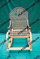 Кресло-качалка из лозы для дачи