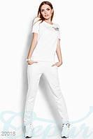 Легкий спортивный костюм. Цвет белый.