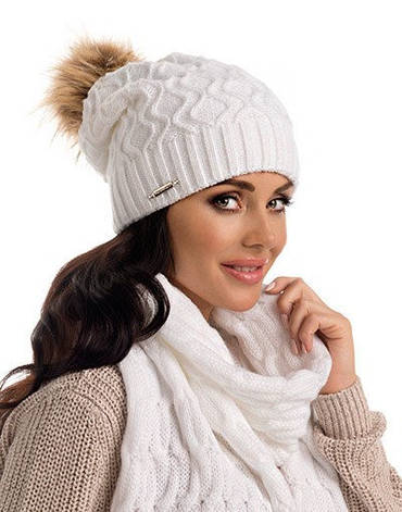 grandes variétés prix fou divers design Модная красивая вязаная женская шапка Esther с меховым помпоном Pawonex  Польша.
