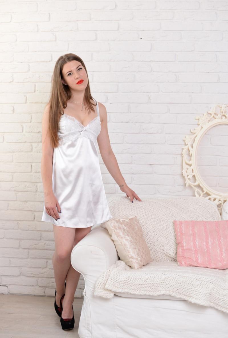 Жіноча красива нічна сорочка з ніжним мереживом. S,M,L