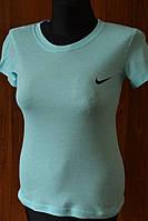 Женские спортивные футболки разно расцветки