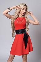 Коралловое летнее платье из стрейчевого крепа с поясом