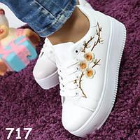Кроссовки женские белые с вышивкой 717