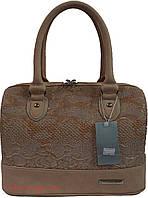 Женская сумка-бочонок  бежевого цвета