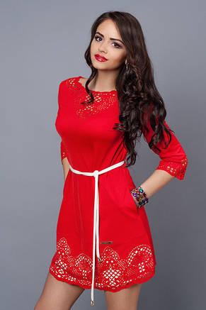 Нарядное трикотажное женское короткое платье с перфорацией, фото 2