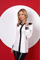 Классическая белая рубашка свободного кроя, с вставками кружева