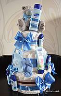 Оригинальный подарок новорожденному в роддом. Торт из памперсов с Тедди и косметикой Бюбхен 70 штук