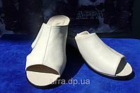Женские кожаные шлепанцы-баталы, цвет бежевый, фото 1