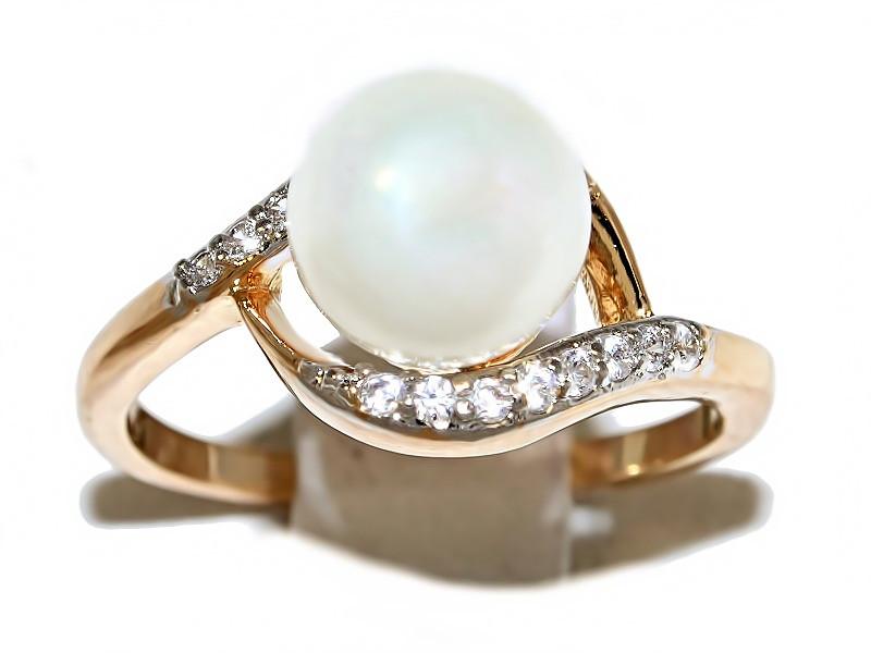 Кольцо фирмы Xuping.Цвет: позолота+родий.  Камни: белый циркон и жемчуг. Есть 16 р.