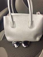 Стильная женская сумка DIOR размеры 33*23 см, материал эко-кожа, есть длинный ремешок. Цвет серебро