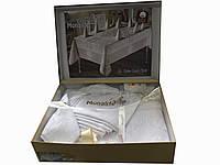 Нарядная белоснежнная  скатерть в подарочной упаковке с салфетками ,и кольцами с камнями Swarovski